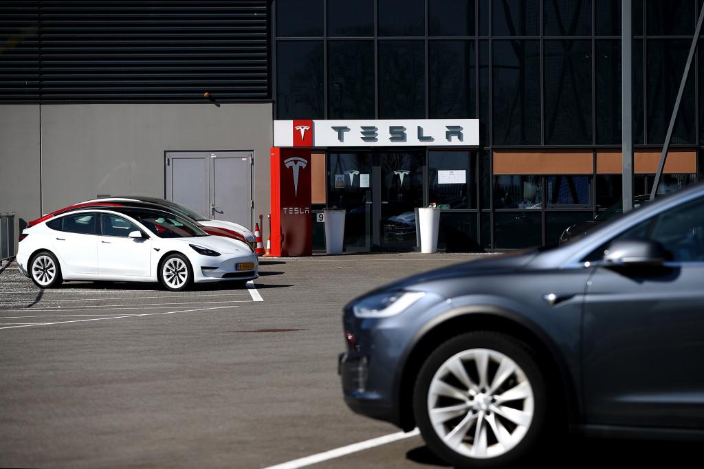 Tesla báo cáo đã bỏ túi 101 triệu đô la bằng cách bán tiền điện tử, bao gồm cả bitcoin.