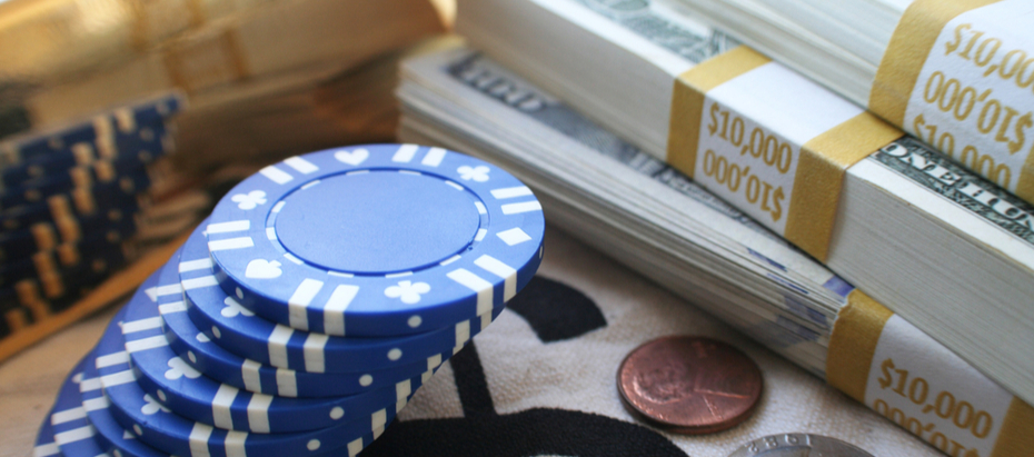 Cổ phiếu blue chip được định nghĩa là chứng khoán thể hiện vị thế vốn chủ sở hữu