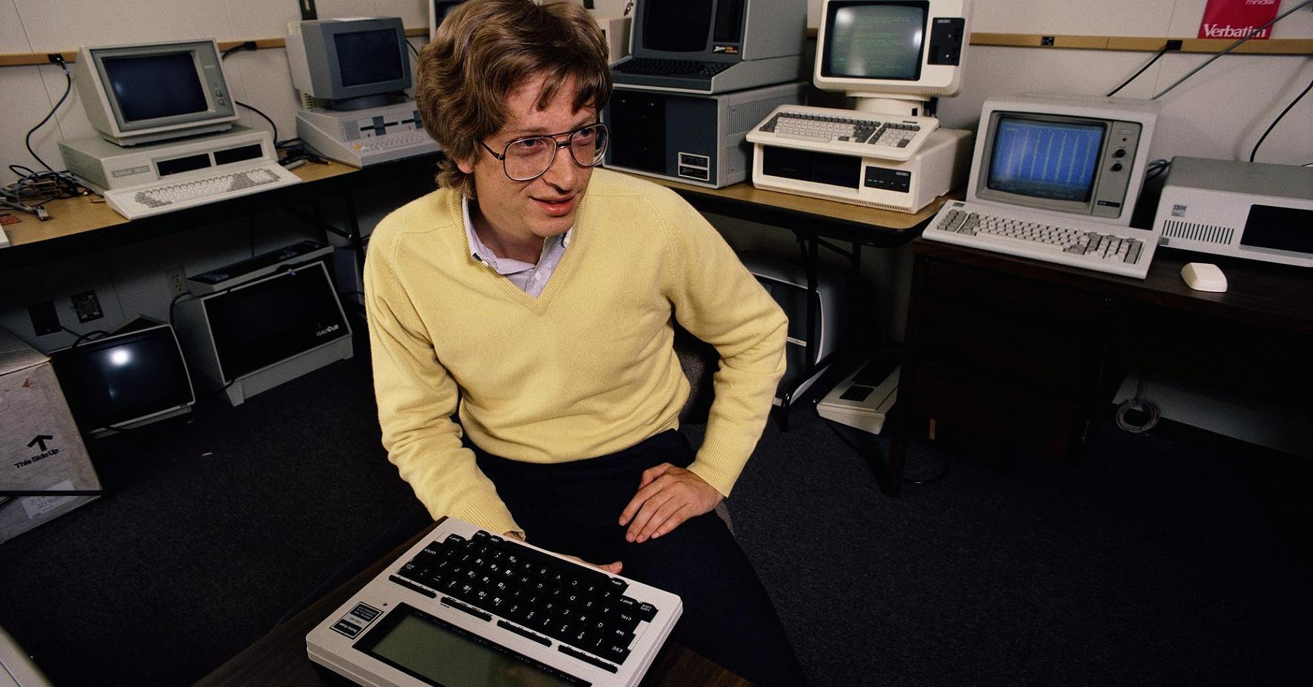 Microsoft tuyên bố vào năm 1983 rằng họ đang phát triển Windows.