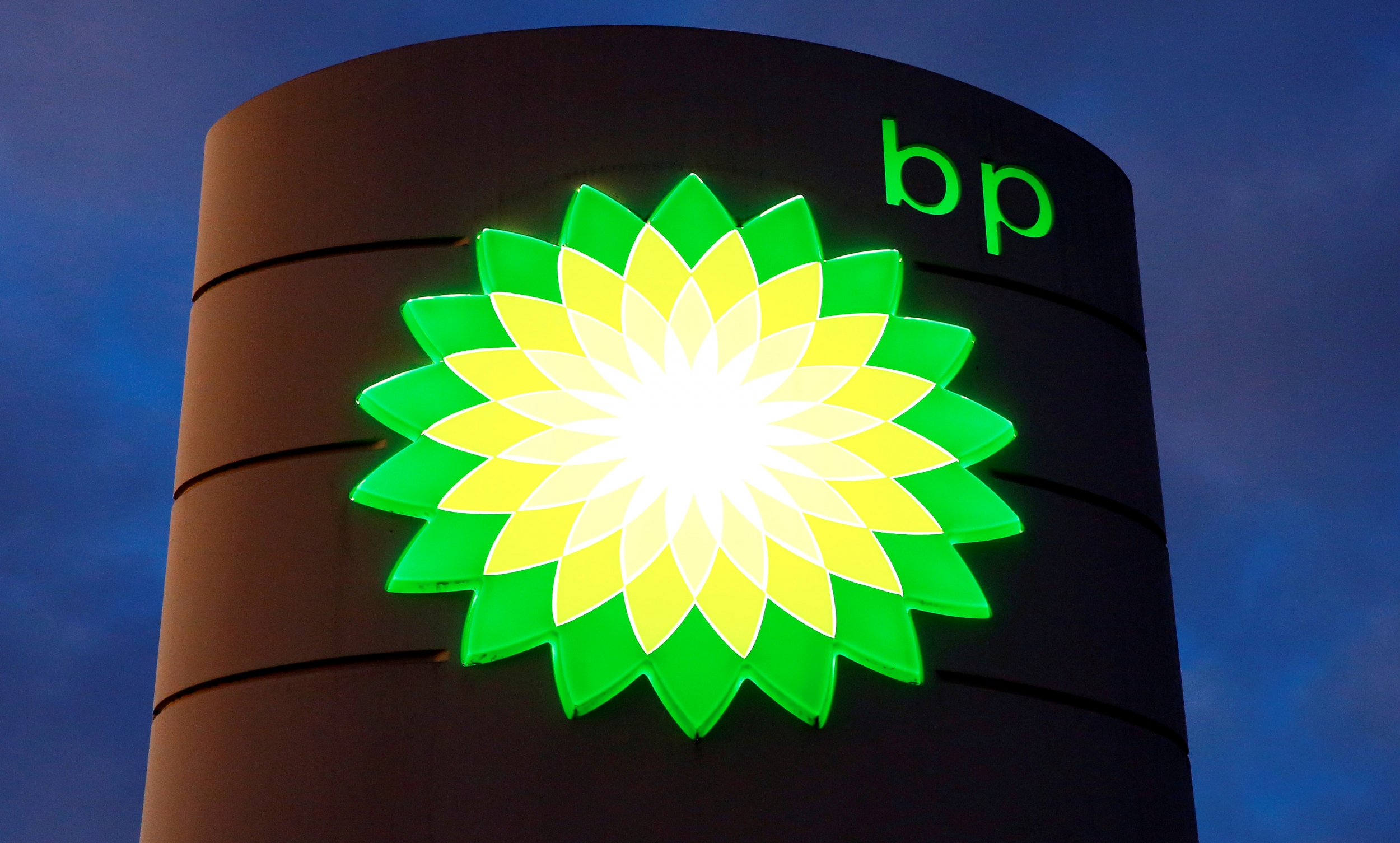 Tập đoàn dầu khí khổng lồ BP tăng giá cổ tức